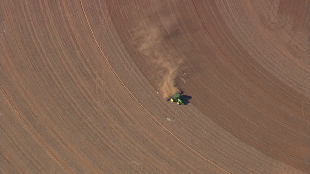ws aerial zo view of farmland / texas, united states - tractor stock videos & royalty-free footage