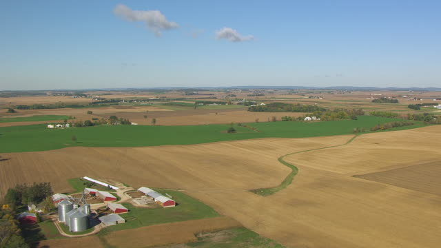 ws aerial pov view of farmland with barns and grain elevators at campus dairy cattle research center / columbia county, wisconsin, united states - columbia center stock videos & royalty-free footage