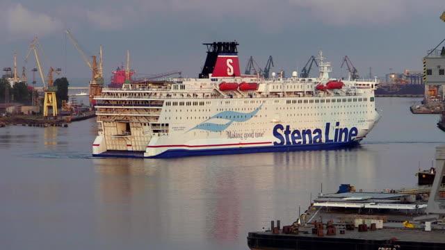 vídeos y material grabado en eventos de stock de ws view of ferry ship at harbour / gdynia, baltic coast, poland - escritura occidental