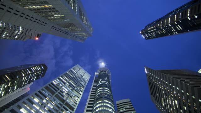 ws t/l view of financial district in singapore's cbd / singapore, singapore city. - low angle view stock videos & royalty-free footage