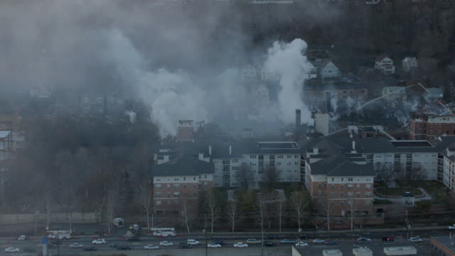 """ms zo pan aerial view of fire extinguishing / new york city, united states"" - 破壊点の映像素材/bロール"
