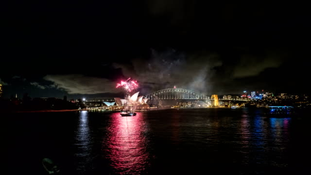 vidéos et rushes de view of fireworks over sydney opera house and a yacht at night (sydney, australia) - sydney