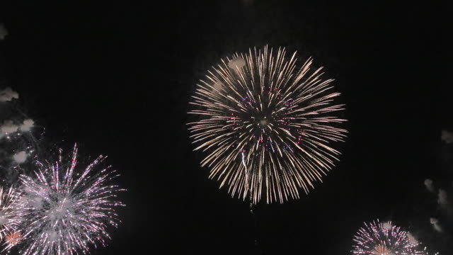 ws view of fireworks showcasing omagari's sky / daisen, akita, japan - firework display stock videos & royalty-free footage