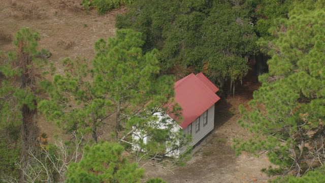 ws aerial view of first old african baptist church, cumberland isl / georgia, united states - バプテスト点の映像素材/bロール