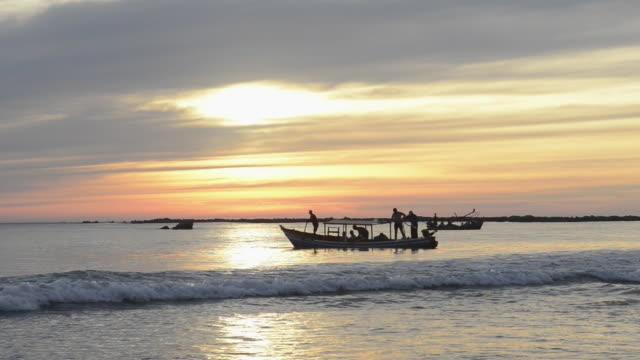 ws view of fishermen fishing with boat on sea at sunset / ngapali, rakhine state, myanmar - fisherman stock videos & royalty-free footage