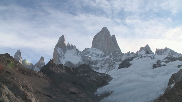 ws view of fitz roy summit mountain / el chalten , argentina - argentina stock videos and b-roll footage