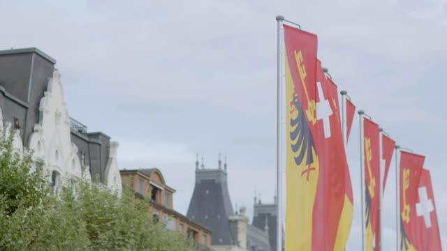 vídeos de stock, filmes e b-roll de ms td view of flag / geneva, switzerland - sc47