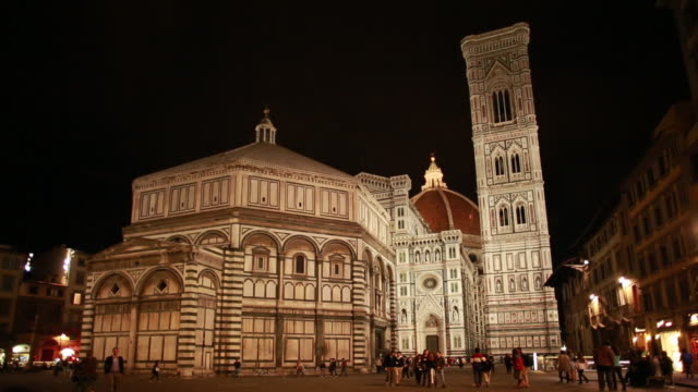 WS View of florence cathedral Basilica di Santa Maria del Fiore Duomo di Firenze at night / Florence, Tuscany, Italy