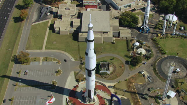 stockvideo's en b-roll-footage met ws aerial view of flyover saturn v rocket on display outside us space and rocket center / huntsville, alabama, united states - alabama