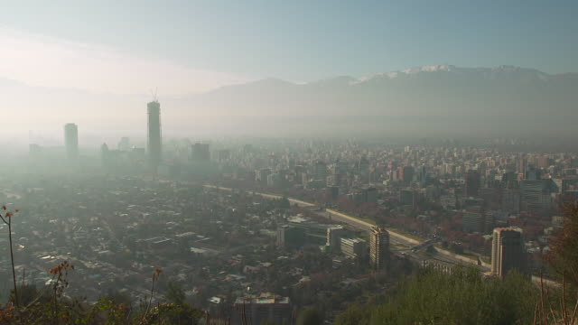stockvideo's en b-roll-footage met ews view of fog over downtown with mountain / santiago, chile - zuid amerika