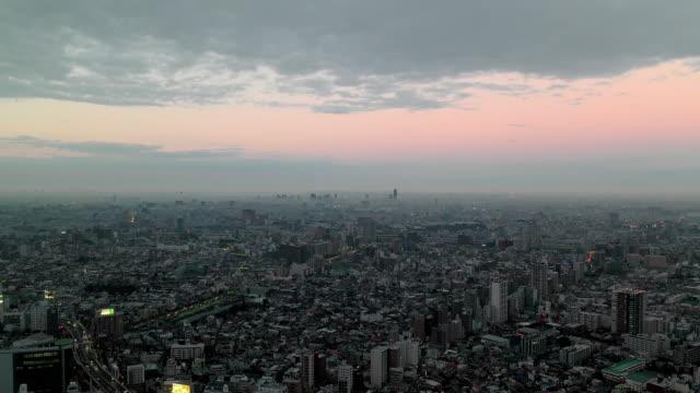 view of foggy tokyo skyline. - 固定撮影点の映像素材/bロール