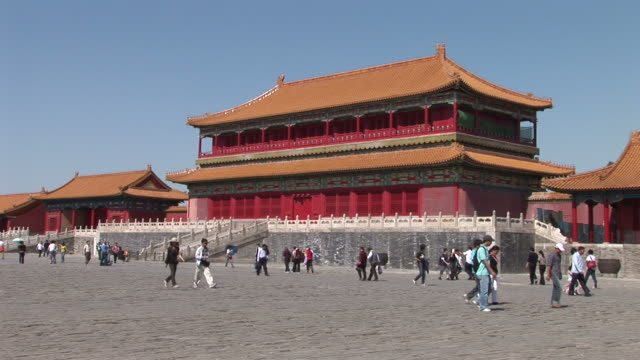 view of forbidden city in beijing china - 宗教施設点の映像素材/bロール