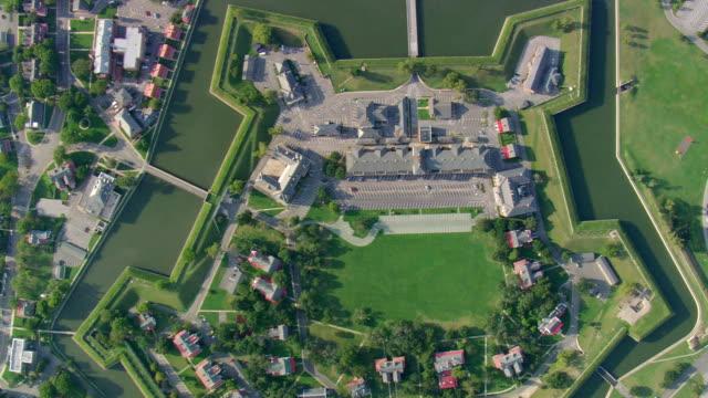 ws aerial ds view of fort monroe / virginia, united states - fort bildbanksvideor och videomaterial från bakom kulisserna