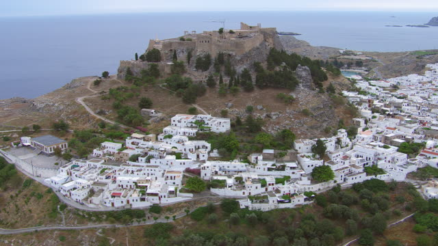 ws zi aerial view of fortress with houses / rhodes, dodecanese, greece - insel rhodos inselgruppe dodekanes stock-videos und b-roll-filmmaterial