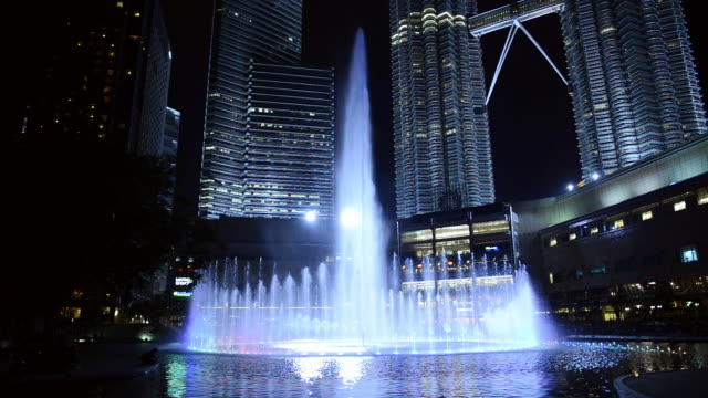 ws view of fountain light show at petronas towers / kuala lumpur, malaysia - fountain stock videos & royalty-free footage