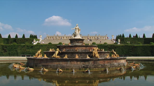 ws view of fountain of latona / versailles, ile de france, france - chateau de versailles stock videos and b-roll footage