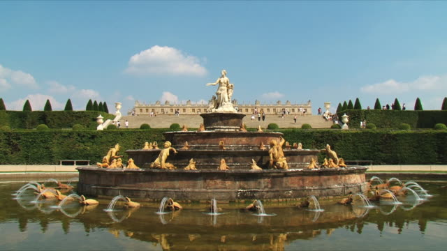 ws td view of fountain of latona / versailles, ile de france, france - chateau de versailles stock videos and b-roll footage