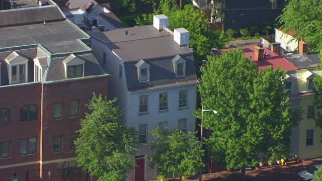 vidéos et rushes de ws aerial pov view of freedom house museum / alexandria, virginia, united states - alexandria virginie