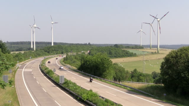 WS View of freeway at sunny day / Germany
