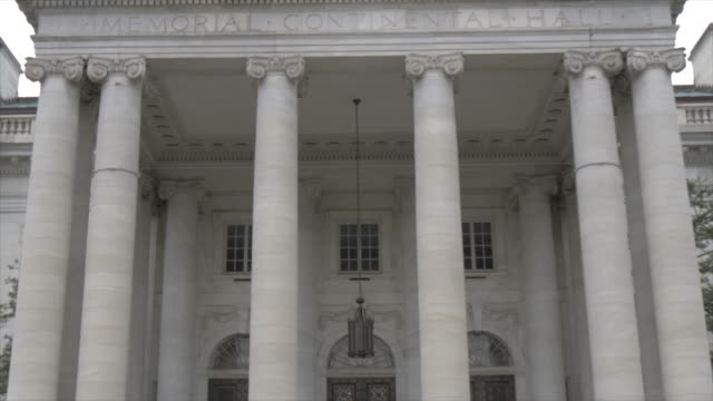 view of front facade of dar constitution hall on 17th street, washington dc, united states of america, north america - 吊り照明点の映像素材/bロール