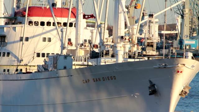 vídeos de stock, filmes e b-roll de ms view of front part of ship / hamburg, hamburg, germany - escrita ocidental