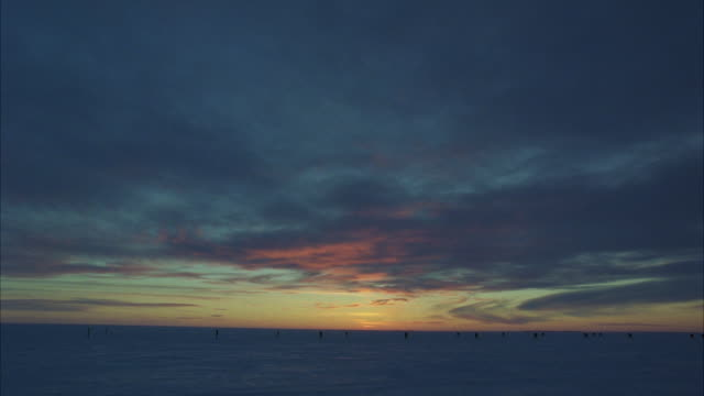 ws tu td view of frozen artic landscape at sunset - tilt down stock videos & royalty-free footage