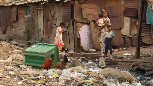 WS View of garbage in slum / Mumbai, Maharashtra, India