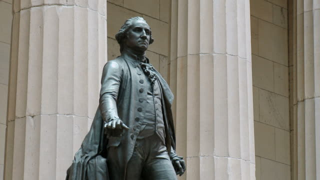 ms view of george washington statue outside of wall street, stock exchange  / new york city, new york state, usa  - ジョージ・ワシントン点の映像素材/bロール