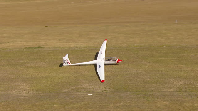 ms aerial zo zi ds view of glider plane / macarthur, victoria, australia - glider stock videos & royalty-free footage