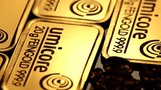 cu ds view of gold ingots / hanau, hesse, germany  - einige gegenstände mittelgroße ansammlung stock-videos und b-roll-filmmaterial