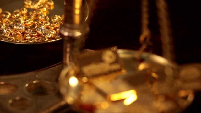 cu zi view of gold weight scale with gold ingots / hanau, hesse, germany - waage gewichtsmessinstrument stock-videos und b-roll-filmmaterial
