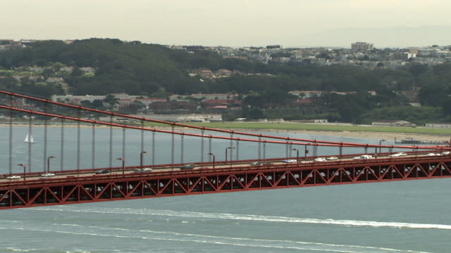 ws zo view of golden gate bridge / san francisco, california, usa  - dissolvenza in chiusura video stock e b–roll