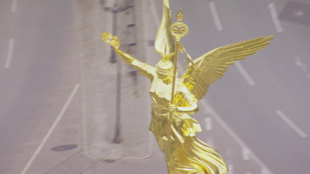 CU AERIAL TS View of Golden winged Victory, Victory column / Berlin, Germany