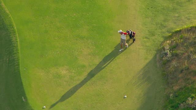 vídeos de stock, filmes e b-roll de ws aerial view of golf course / adelaide, south australia, australia - bolsa de golfe