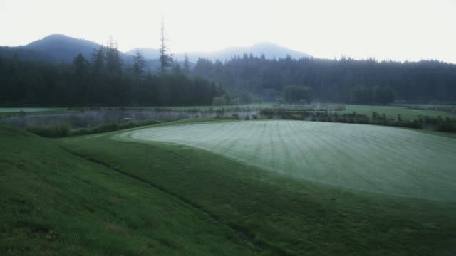 ws view of golf course with mountain in background / squamish, british columbia, canada. - see other clips from this shoot 1614 stock videos & royalty-free footage