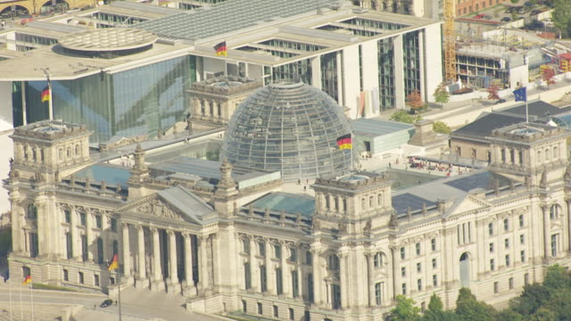 ws aerial zi view of government quarter with reichstag building / berlin, germany - berlin stock videos & royalty-free footage