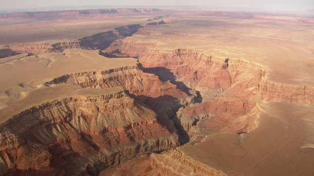 vídeos de stock, filmes e b-roll de ws aerial view of grand canyon with lake / arizona, united states - grand canyon national park