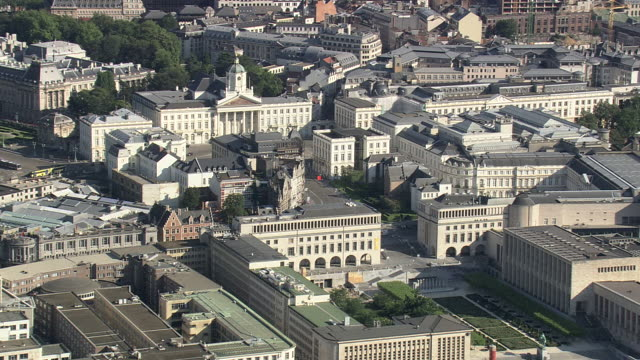 ms aerial pan view of grand palace in city  / brussels, belgium - regione di bruxelles capitale video stock e b–roll