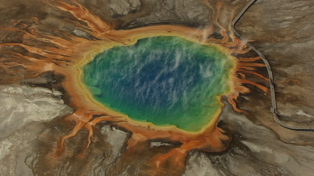 aerial view of grand prismatic spring and tourists on boardwalk at yellowstone national park - イエローストーン国立公園点の映像素材/bロール