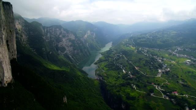 vidéos et rushes de vue de grand canyon scenic spot à enshi,hubei, chine. - culture chinoise