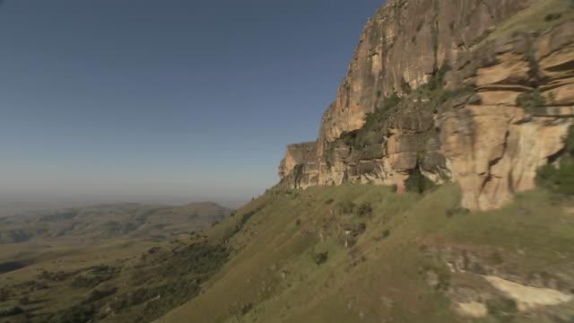 ws aerial view of grassy mountain / kwazulu natal, south africa - drakensberg mountain range stock videos & royalty-free footage