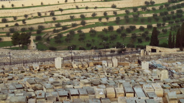 ms pan tu view of graves at mount of olives to dome of rock in old city / jerusalem, israel - jerusalem stock videos and b-roll footage