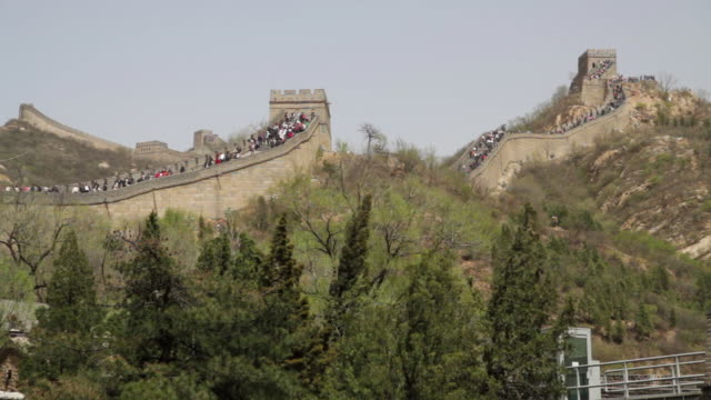 ws view of great wall at badaling / beijing, china - badaling stock videos and b-roll footage