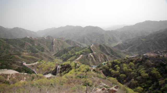 ws pan view of great wall at badaling / beijing, china - badaling stock videos & royalty-free footage