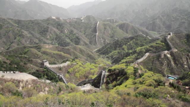ws view of great wall at badaling / beijing, china - badaling stock videos & royalty-free footage