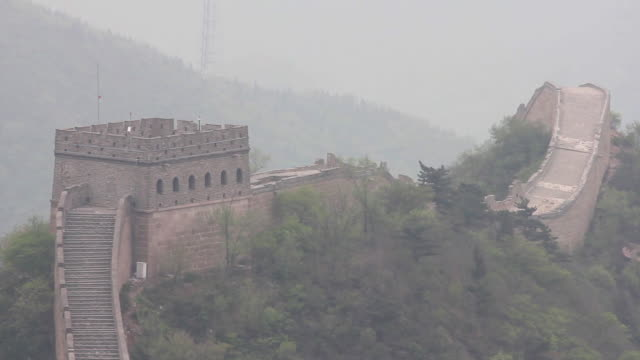 ws view of great wall at badaling / beijing, china - badaling great wall stock videos & royalty-free footage