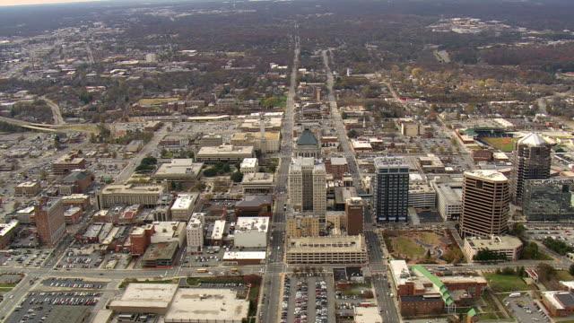 ws aerial zi view of greensboro / north carolina, united states - 50 sekunder eller längre bildbanksvideor och videomaterial från bakom kulisserna