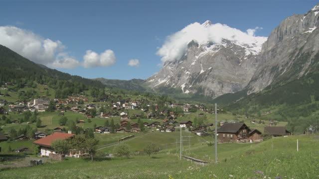 ws view of grindelwald at wetterhorn mountain / grindelwald, bernese alps, switzerland - berner alpen stock-videos und b-roll-filmmaterial