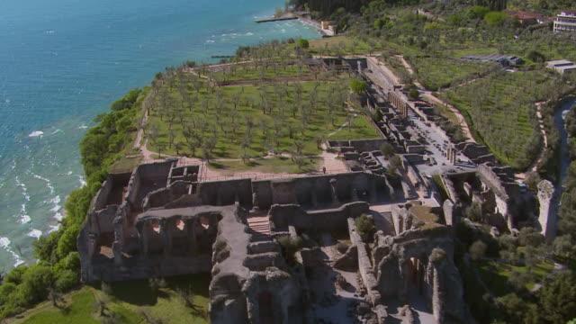 ws aerial view of grotte di catullo / lake garda, trentino, verona, brescia - grotte stock videos and b-roll footage