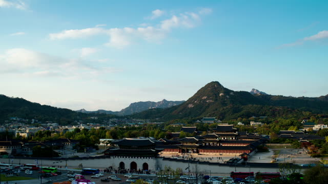 view of gwanghwamun and the front gate of gyeongbokgung royal palace) - veicolo terrestre commerciale video stock e b–roll